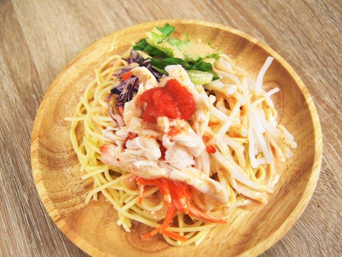 お皿に移した「博多明太子クリーミードレで食べるパスタサラダ」のアップ画像