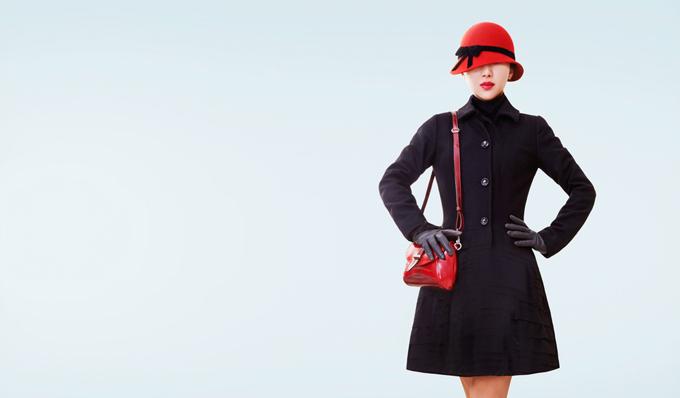 レトロな服を着ている女性の画像