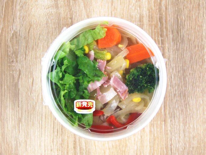 容器に入った「1/2日分の野菜が摂れるコンソメスープ」