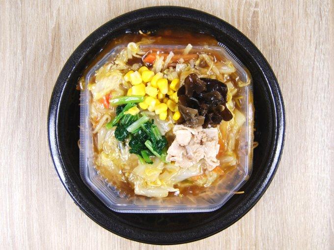 容器のふたを外した「1/2日分の野菜が摂れる皿うどん」の画像