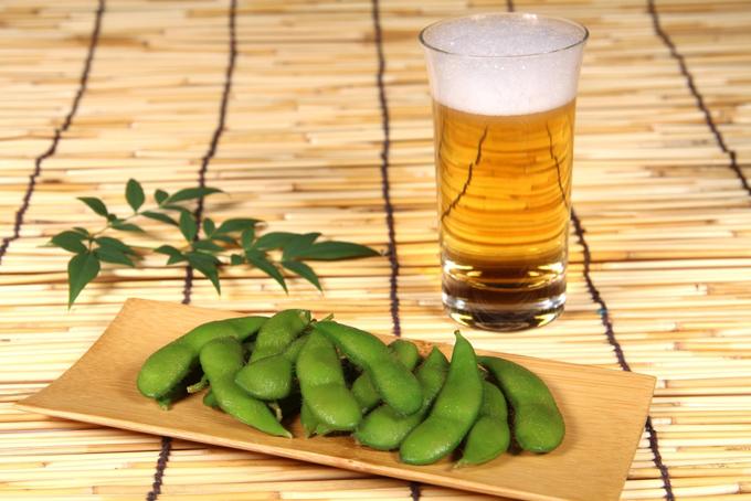ビールと枝豆の画像