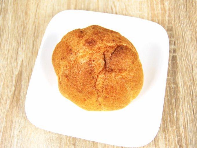 袋からとり出した「レアチーズシュー」の画像