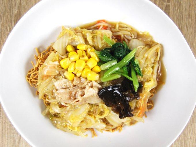 お皿に移した「1/2日分の野菜が摂れる皿うどん」の画像