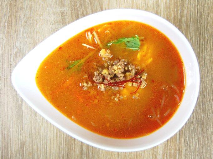 お皿に移した「麻辣スープ」の画像