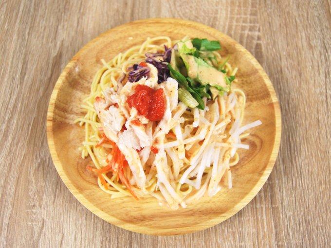 お皿に移した「博多明太子クリーミードレで食べるパスタサラダ」の画像