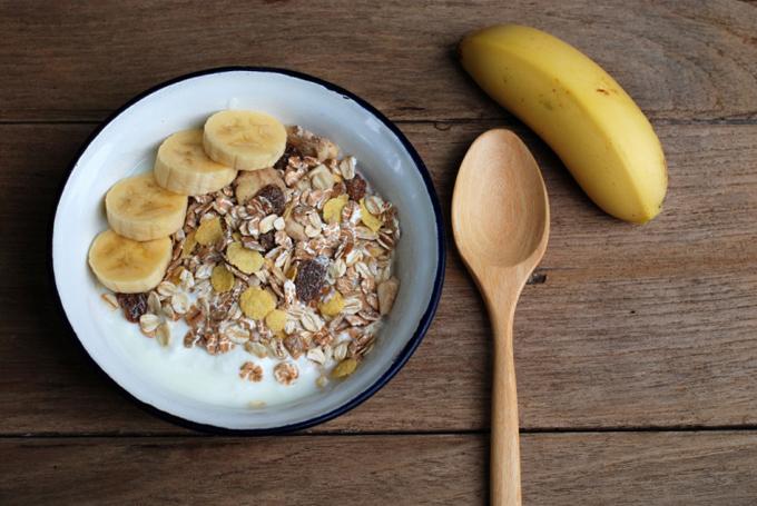 バナナとシリアルの朝食