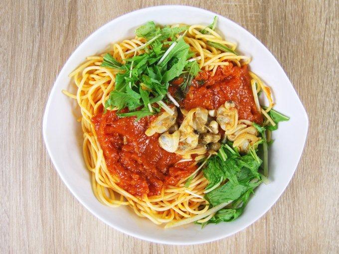 お皿に移した「1/2日分野菜パスタ あさりと水菜のボンゴレ」の画像