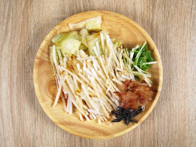 お皿に移した「大根のおつまみサラダ」の画像