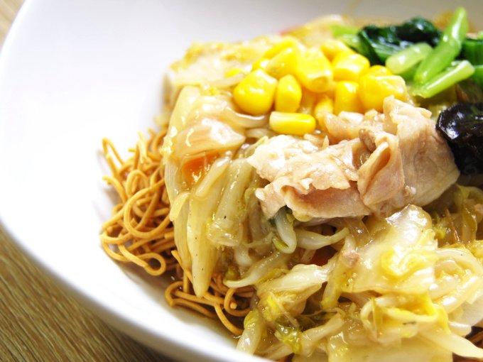 お皿に移した「1/2日分の野菜が摂れる皿うどん」のアップ画像