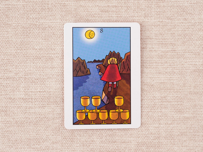 8個のカップと川辺を歩く男性の絵