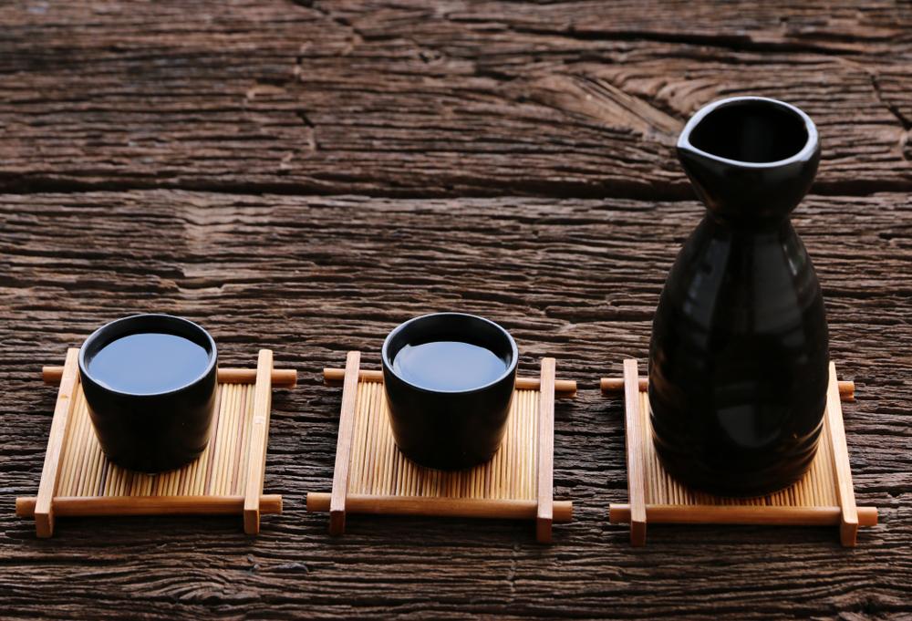 日本酒のとっくりとおちょこ