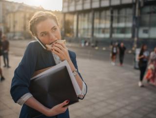 スマホや仕事をしながらのランチが太る原因!? 簡単早食い解消法