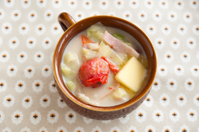 キャベツとミニトマトの豆乳味噌汁