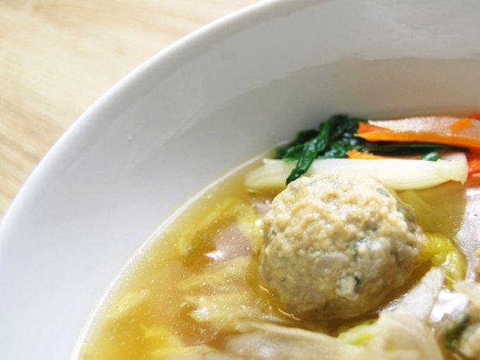 お皿に移した「1/2日分の野菜! だし香る鶏団子鍋」のアップ画像
