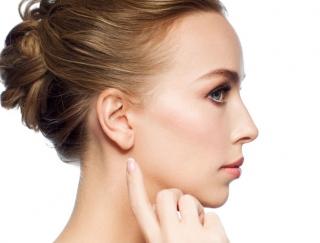 耳を7秒ひっぱるだけで月経痛がス〜ッと解消! 耳ツボ簡単メソッド