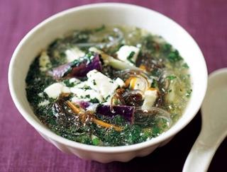ぽっこりお腹でお悩みなら!なすとモロヘイヤの菌活スープはいかが?