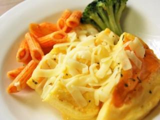 お皿に移した「チーズオムレツ」のアップ画像