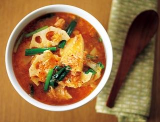 おいしく食べてデトックス!ピリッと辛いれんこん入り菌活キムチスープ