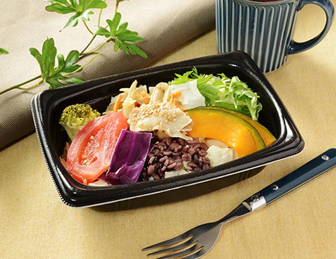 濃厚なごまドレがクセになる!彩り野菜がふんだんに使われたローソンの新作「クリーミー胡麻ホットサラダ」