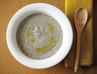 不足しがちな食物繊維を補える!ごぼうとひじきの菌活みそポタージュスープ