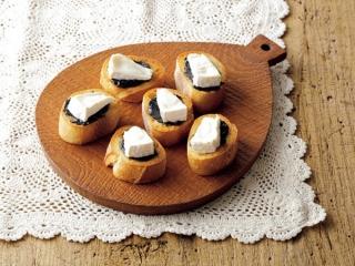 黒ごま&チーズのお手軽カナッペ