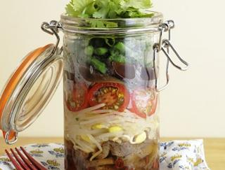氷こんにゃくを使ったエスニックレシピ「タイ風ジャーサラダ」