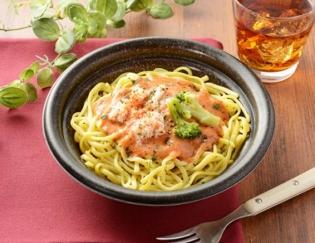 公式サイトで掲載された「蟹のトマトクリームパスタ」