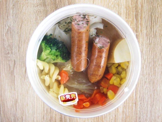 容器に入った「野菜とウインナーのコンソメポトフ」