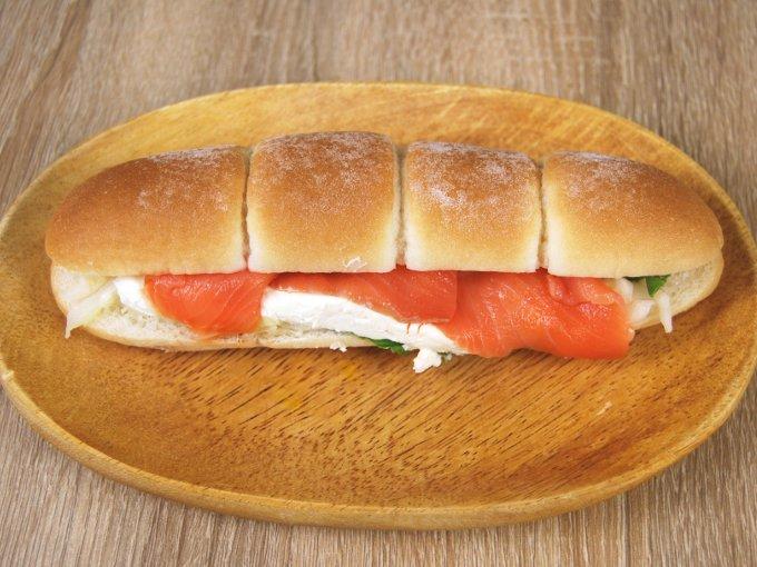 お皿に移した「スモークサーモン&クリームチーズ」の画像