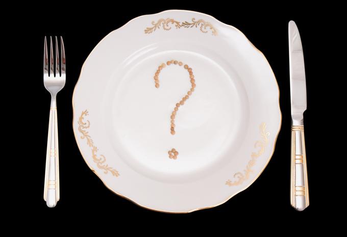 お皿とフォークとナイフ