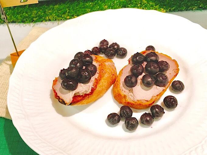 フレッシュブルーベリーとふんわりチーズのトースト
