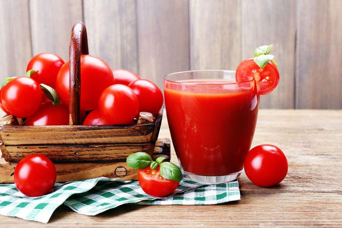 ミニトマトとトマトジュースの画像