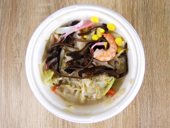 容器のふたを外した「ちゃんぽんスープ」の画像