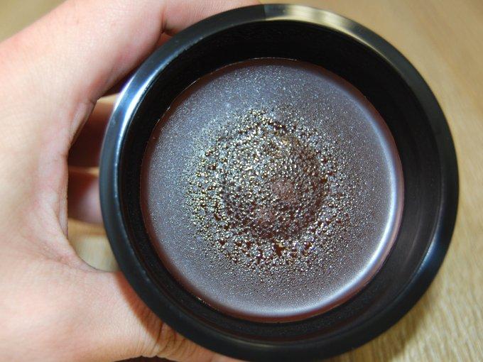容器のふたをとった「RIZAP 割チョコビターショコラケーキ」のアップ画像