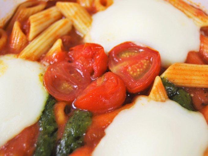 「マルゲリータ風とろーりチーズグラタン」の具材のアップ画像