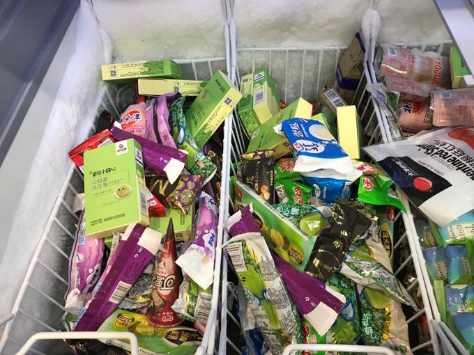 コンビニのアイスボックスには緑豆アイスがいっぱい