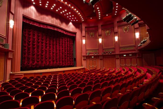 大きな劇場の画像