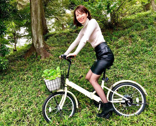 組立自転車に乗る佐藤さん