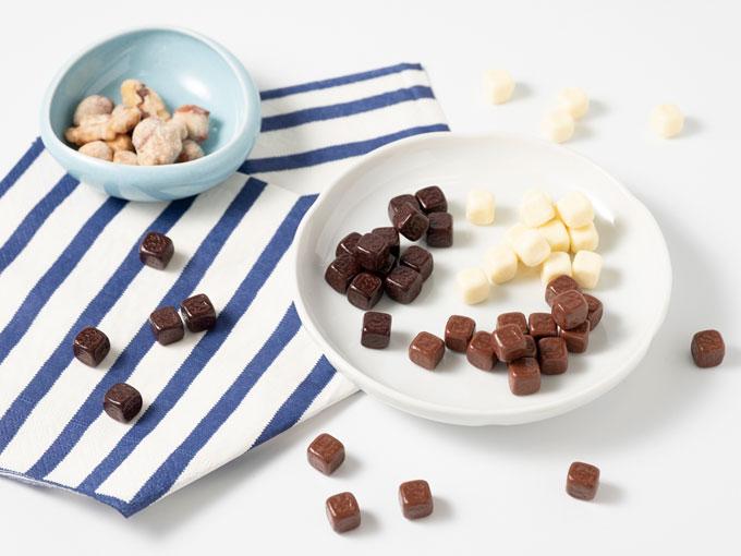 お皿に乗った低糖質ショコラとスイートナッツ
