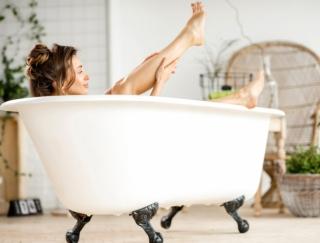夜ご飯を食べるタイミングは、お風呂の「前」or「後」どっちがやせる?