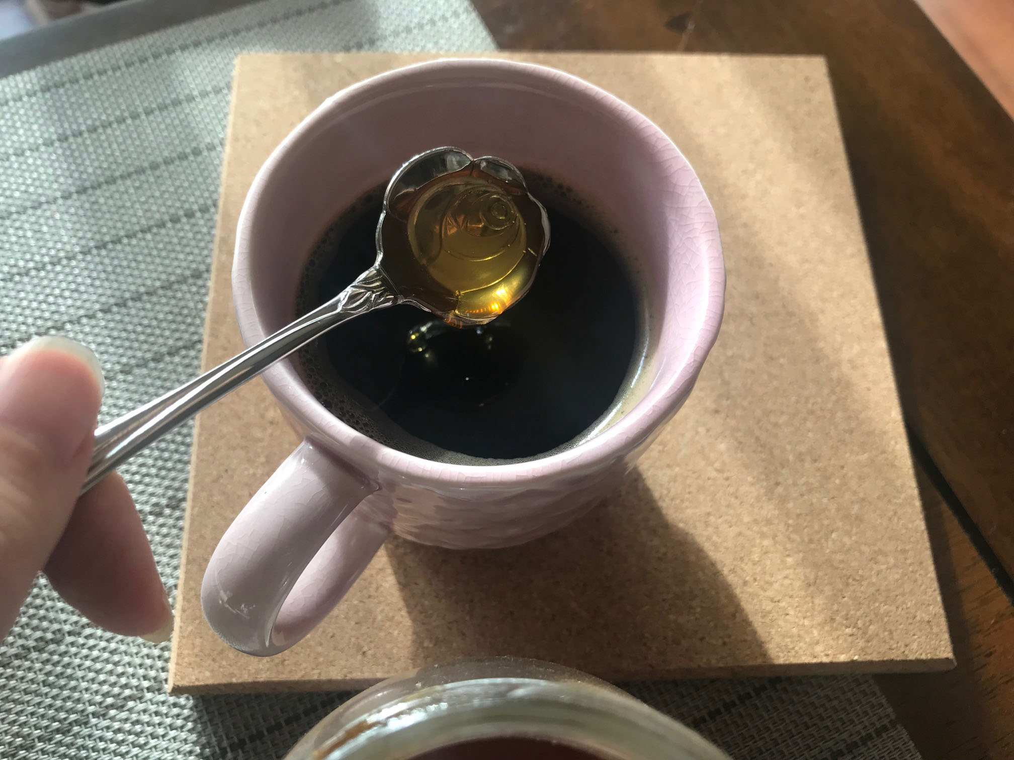 コーヒーにはちみつを入れたところ