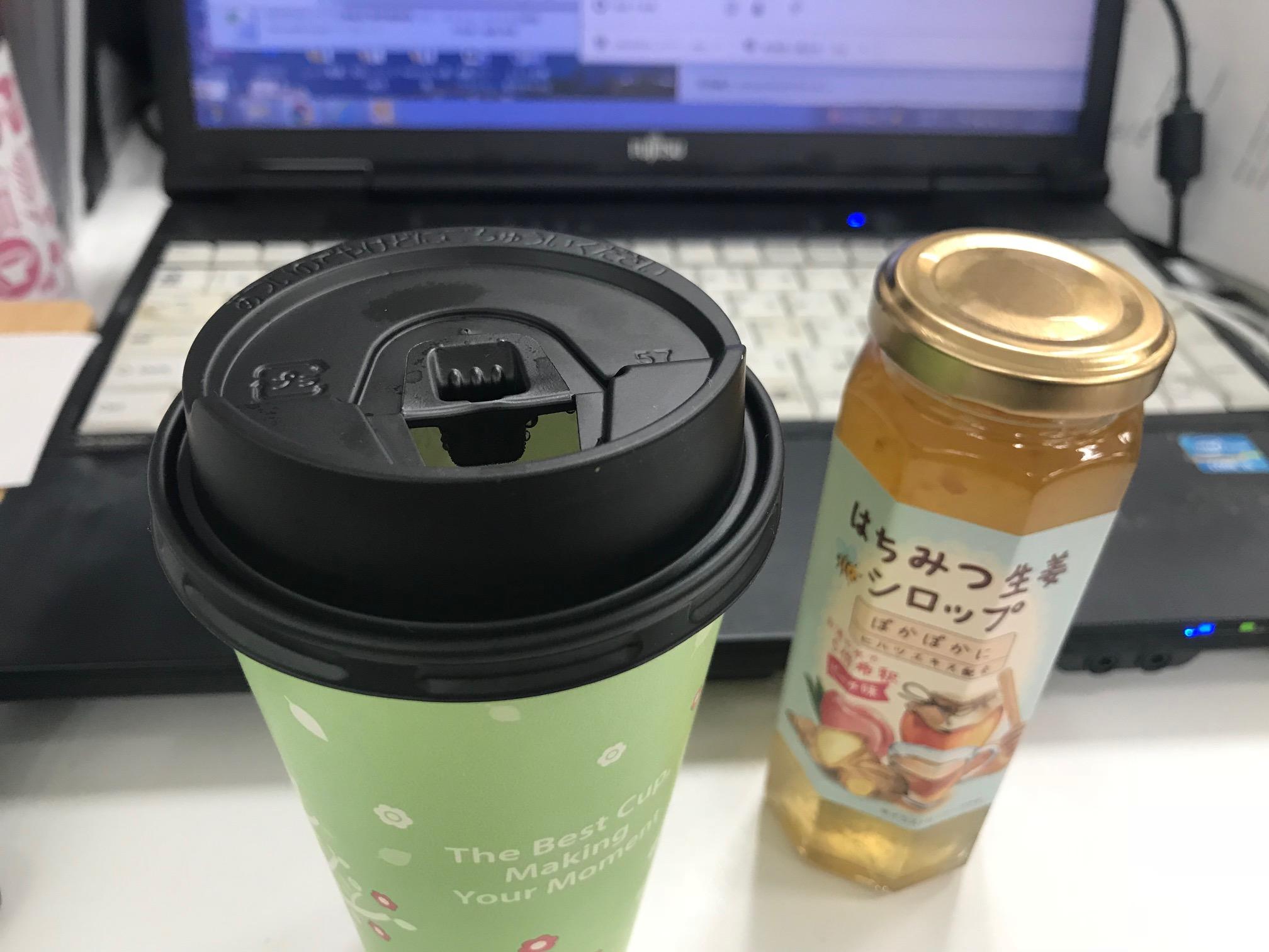デスクで飲むはちみつコーヒー