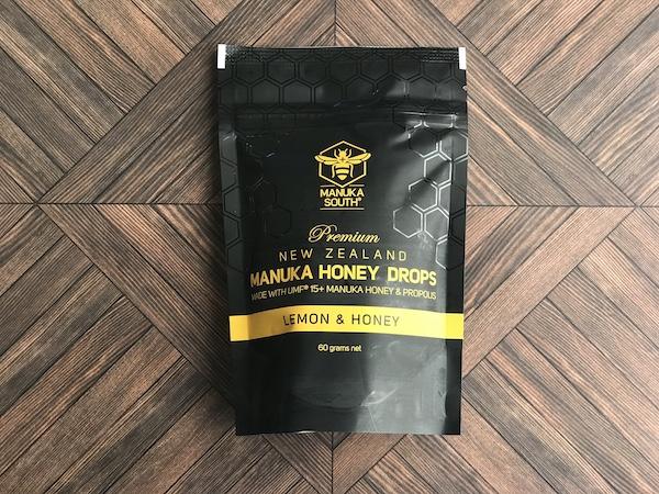 『マヌカサウス マヌカハニードロップ レモン&ハニー』のパッケージ