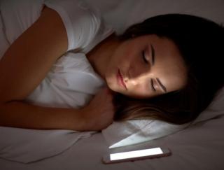 寝落ち確実!? ガンコな睡眠不足も解消するアプリ「おやすみ星と音楽のゆりかご」