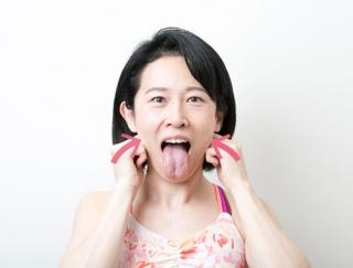 【顔ヨガ動画】あご下のたるみ肉を撃退!小顔を作る「あっかんべー」