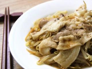 お皿に移した「ぽん酢で食べる! 豚もやし」のアップ画像