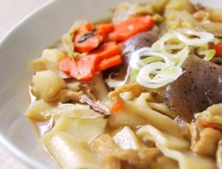 つゆが染み込んだ具材にメロメロ!のどごしバツグンの麺もたまらない「もっちり麺の武州煮ぼうとう」がセブンに登場