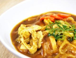 つるもち麺とスパイシーさのコラボレーション!「和風だしの風味豊かなカレーうどん」がファミマに登場