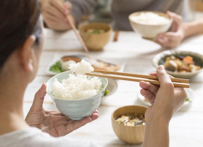 日本人の食卓の風景