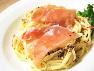 お酒のおつまみにもピッタリなファミマの新商品「生ハムとスパゲティサラダ」